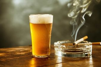 Drinks and quitting smoking aren't a good mix?
