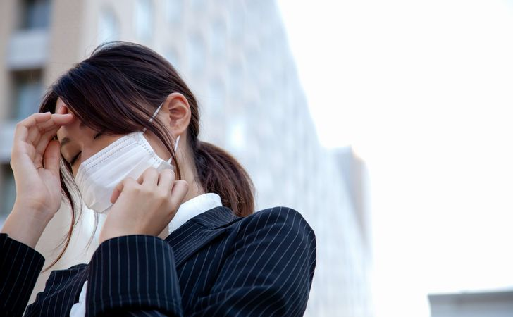 Smoking cigarettes while sick with a cold? Why colds often